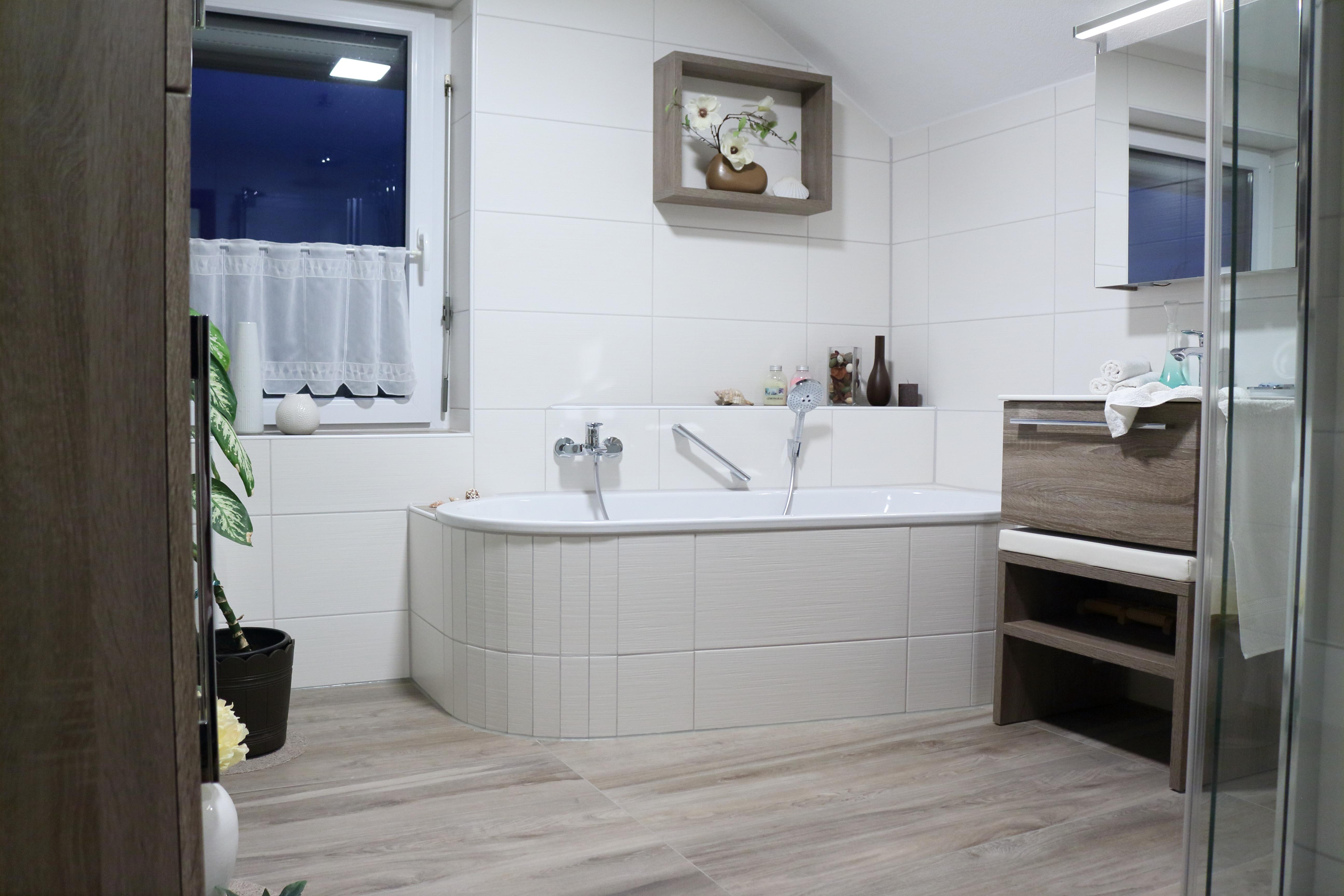 Badezimmer mit Dachschräge by Axel Kreisel - Bäder zum ...