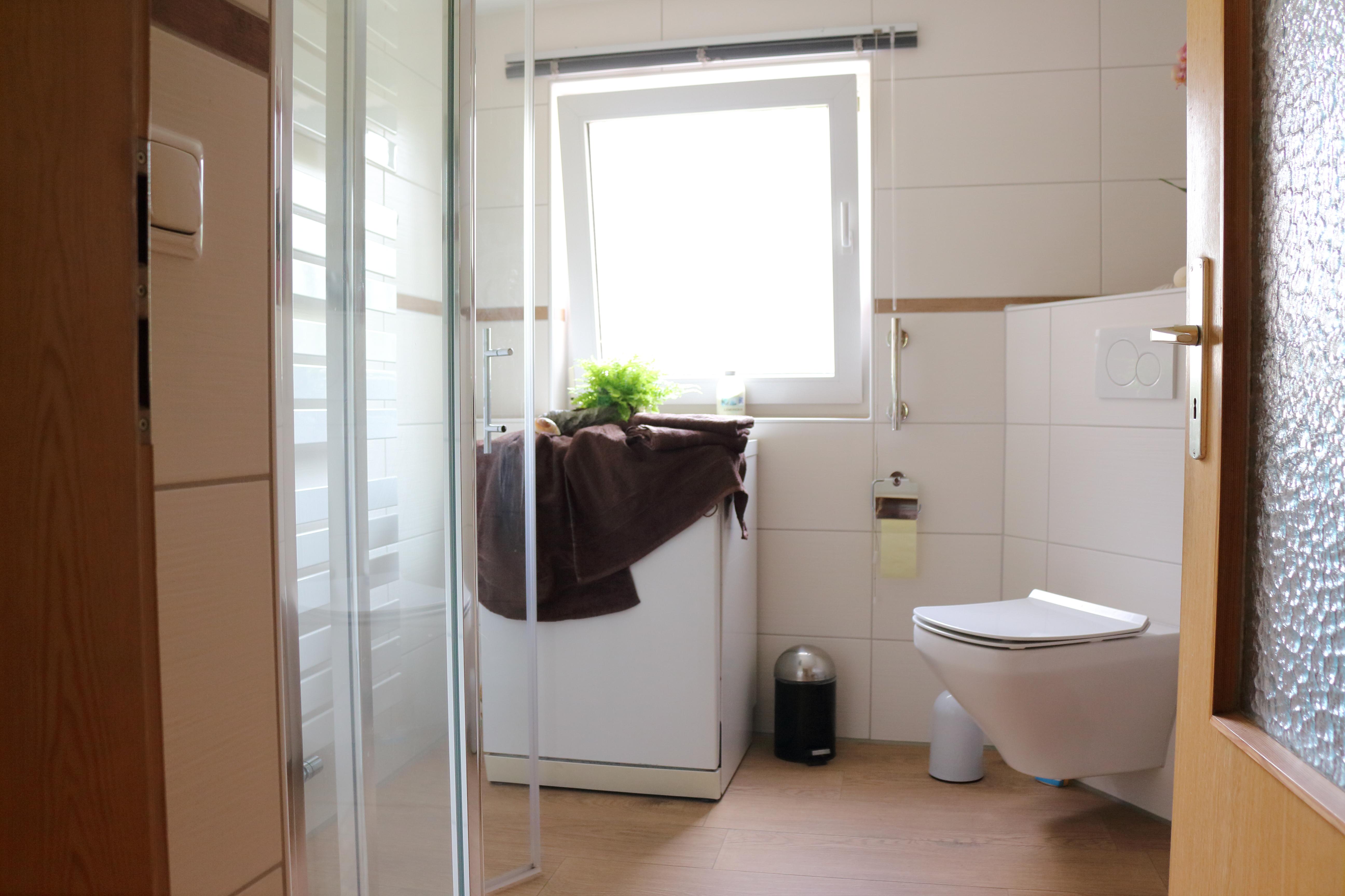 kleines Badezimmer,bodengleicher Dusche Badenovierung-Freiberg ...